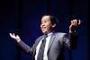 """Đỗ Nhật Nam làm diễn giả tại hội nghị Khoa học Giáo dục TDExKID, với bài nói chuyện về """"Nụ cười"""". Ảnh: TEDxSMU."""