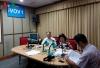 GS.TS Hoàng Chí Bảo(trái) trong phòng phát thanh trực tiếp của VOV