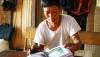 """Nghệ nhân Pờ Lóng Tơ hiện là người duy nhất trong cộng đồng người Hà Nhì ở Việt Nam còn lưu giữ được nguyên vẹn sử thi """"P'huỳ ca Na ca"""""""