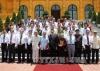 Chủ tịch nước chụp ảnh lưu niệm với các nhà báo lão thành và các nhà báo dự buổi gặp mặt nhân dịp kỷ niệm 90 năm Ngày Báo chí Cách mạng Việt Nam. Ảnh: TTXVN